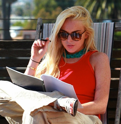 Lindsay Lohan Vaping
